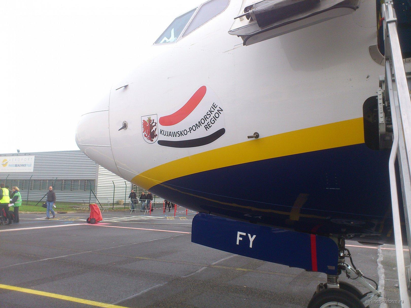 Самолет Боинг-737-800 авиакомпании Ryanair в аэропорту Париж Бове