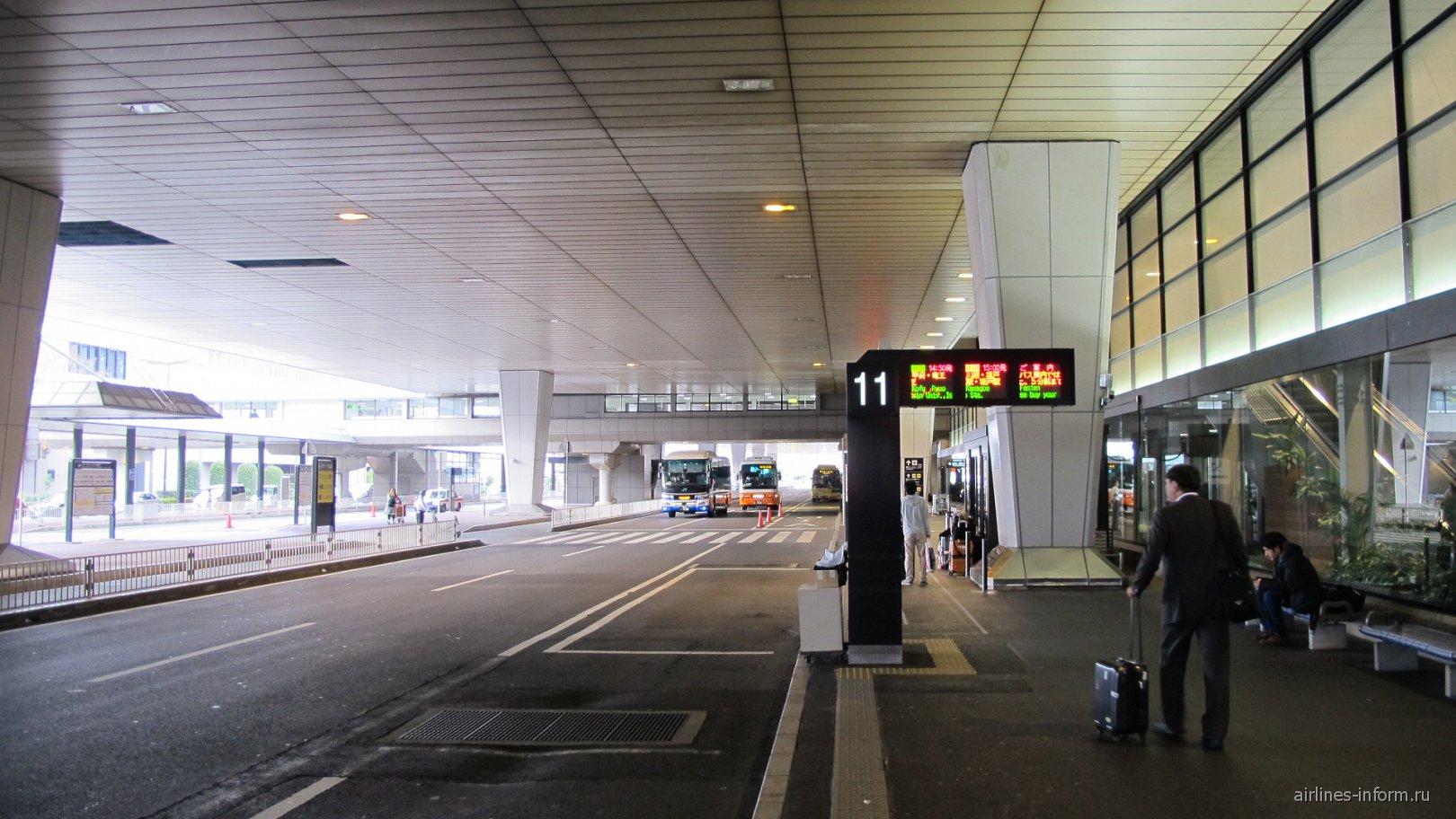 Автобусные остановки у терминала 2 аэропорта Токио Нарита