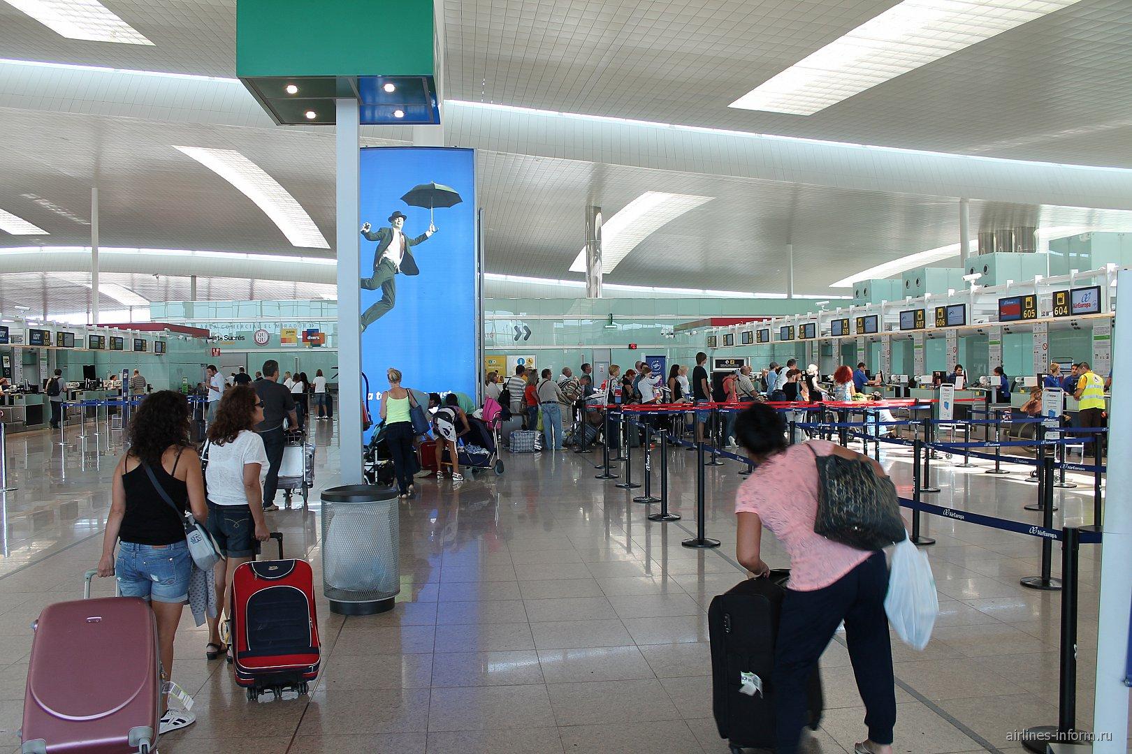 Стойки регистрации в терминале 3 аэропорта Барселоны