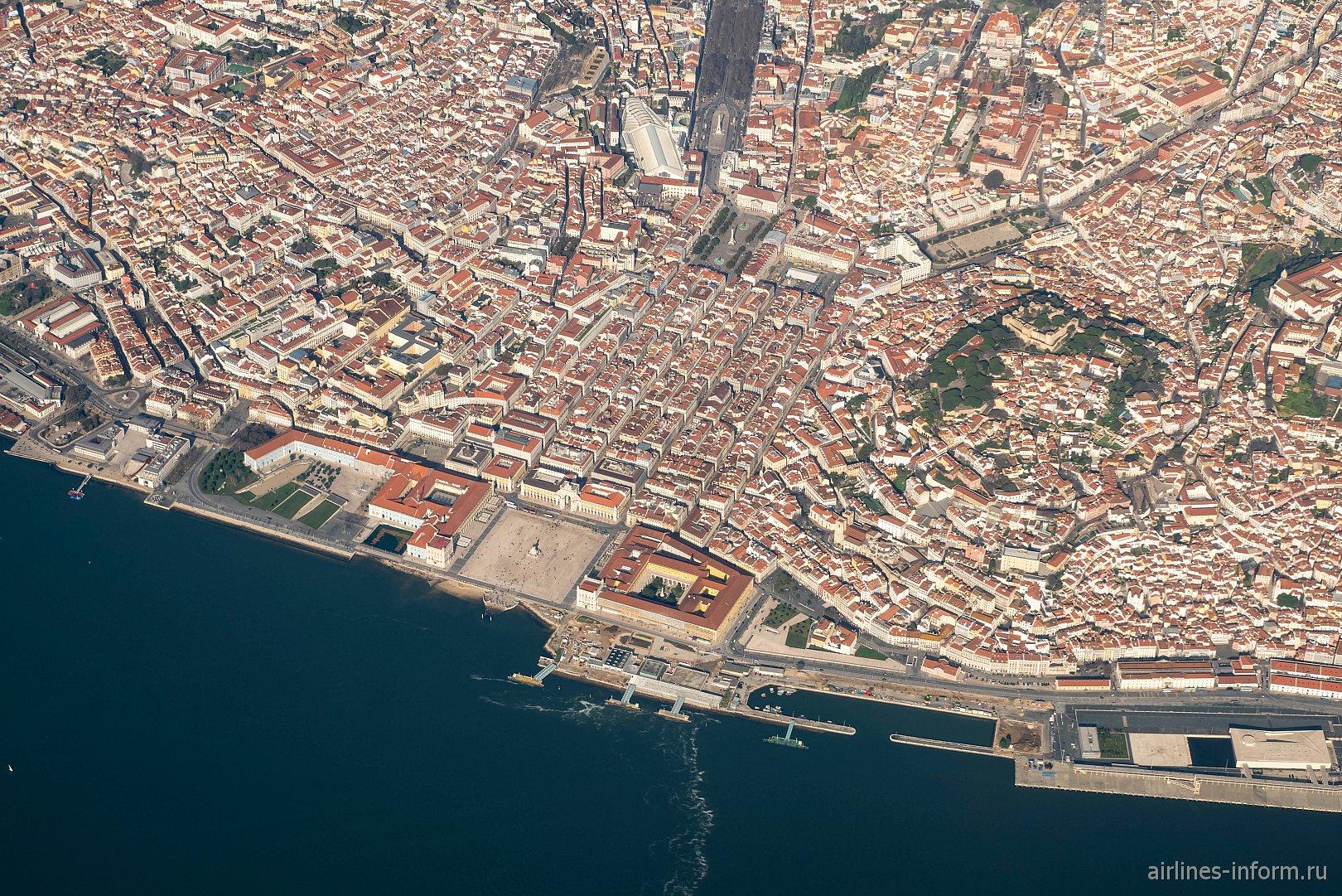 Вид на исторический центр города Лиссабон