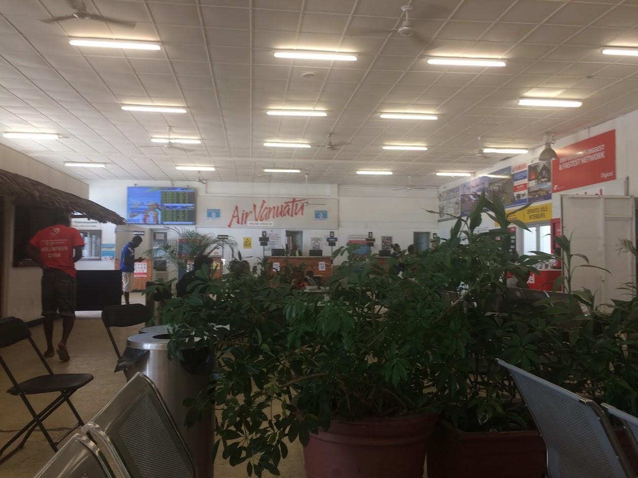 В терминале внутренних авиалиний аэропорта Порт-Вила