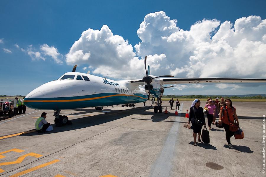 Самолет Xian MA60 авиакомпании Merpati Nusantara в аэропорту Денпасар