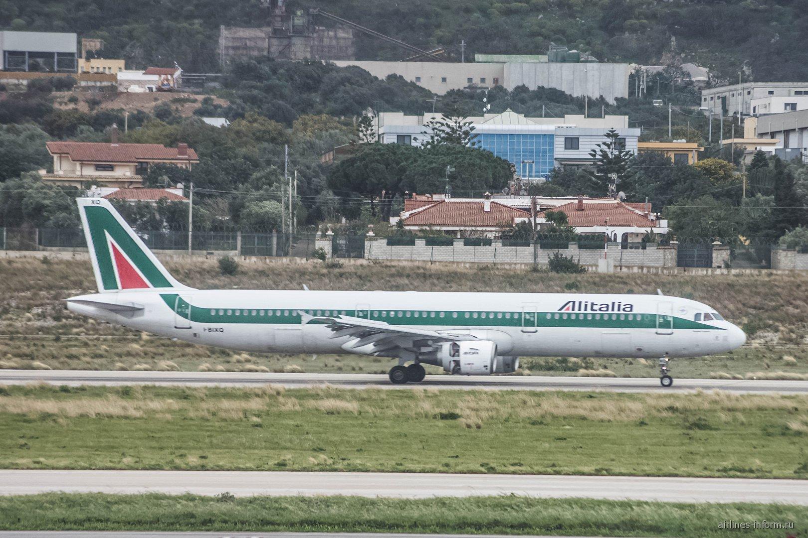 Airbus A321 I-BIXQ авиакомпании Alitalia в аэропорту Палермо