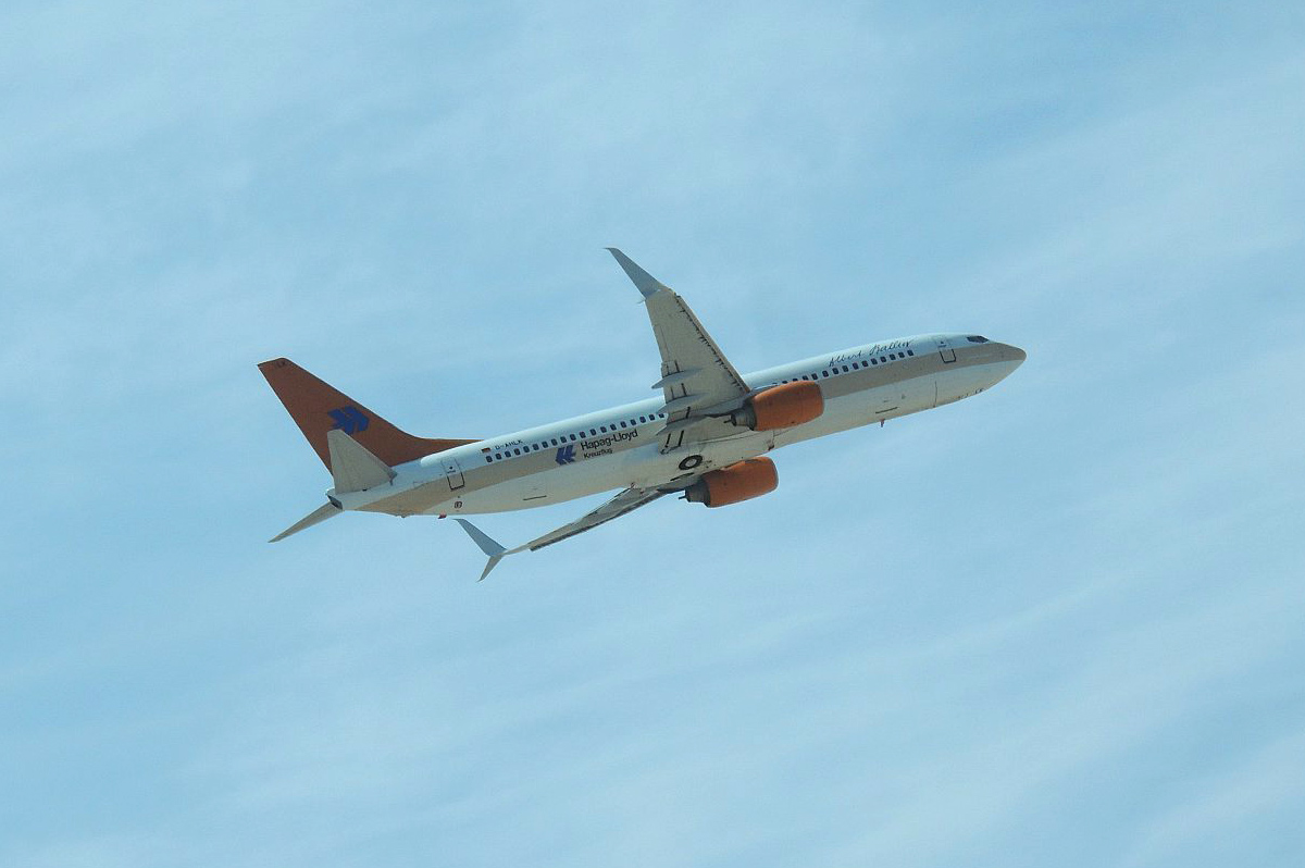 """Боинг-737-800 авиакомпании """"Hapag-Lloyd Express"""" взлетает в аэропорту Хургада"""