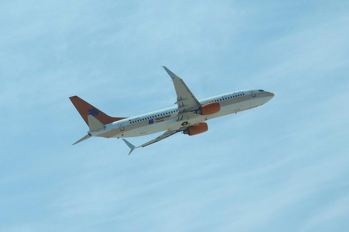 "Боинг-737-800 D-AHLK авиакомпании TUIfly в ретро-окраске  ""Hapag-Lloyd Express"" взлетает в аэропорту Хургада"