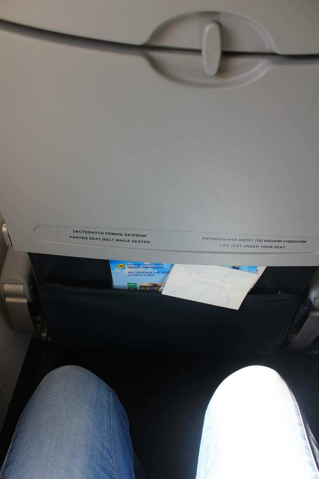 Салон самолета Embraer-190 Международных авиалиний Украины