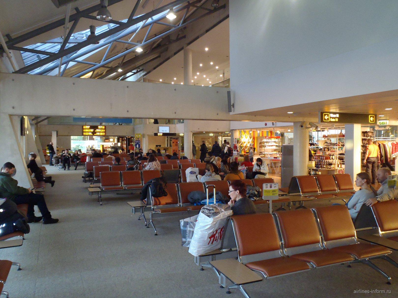Зал ожидания в чистой зоне аэропорта Таллин
