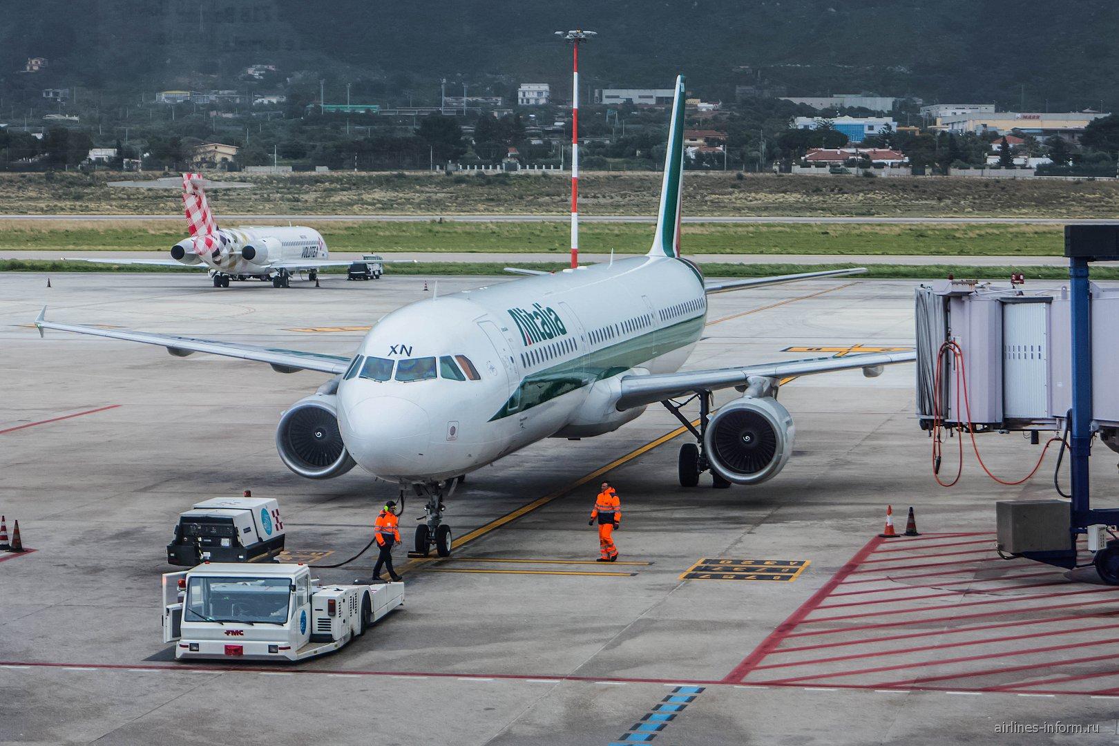 Airbus A321 авиакомпании Alitalia в аэропорту Палермо