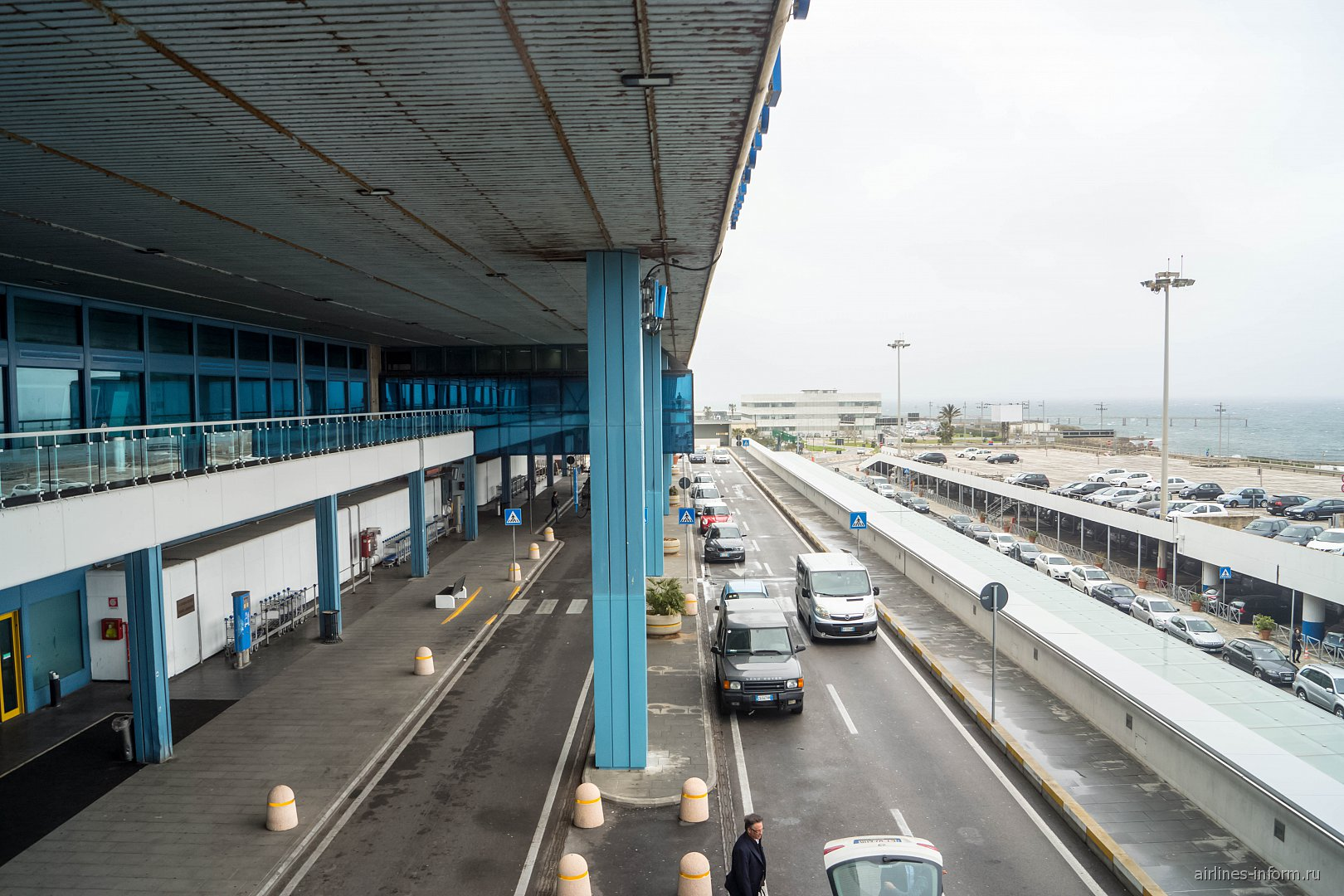 Подъезд к зоне вылета в аэропорту Палермо