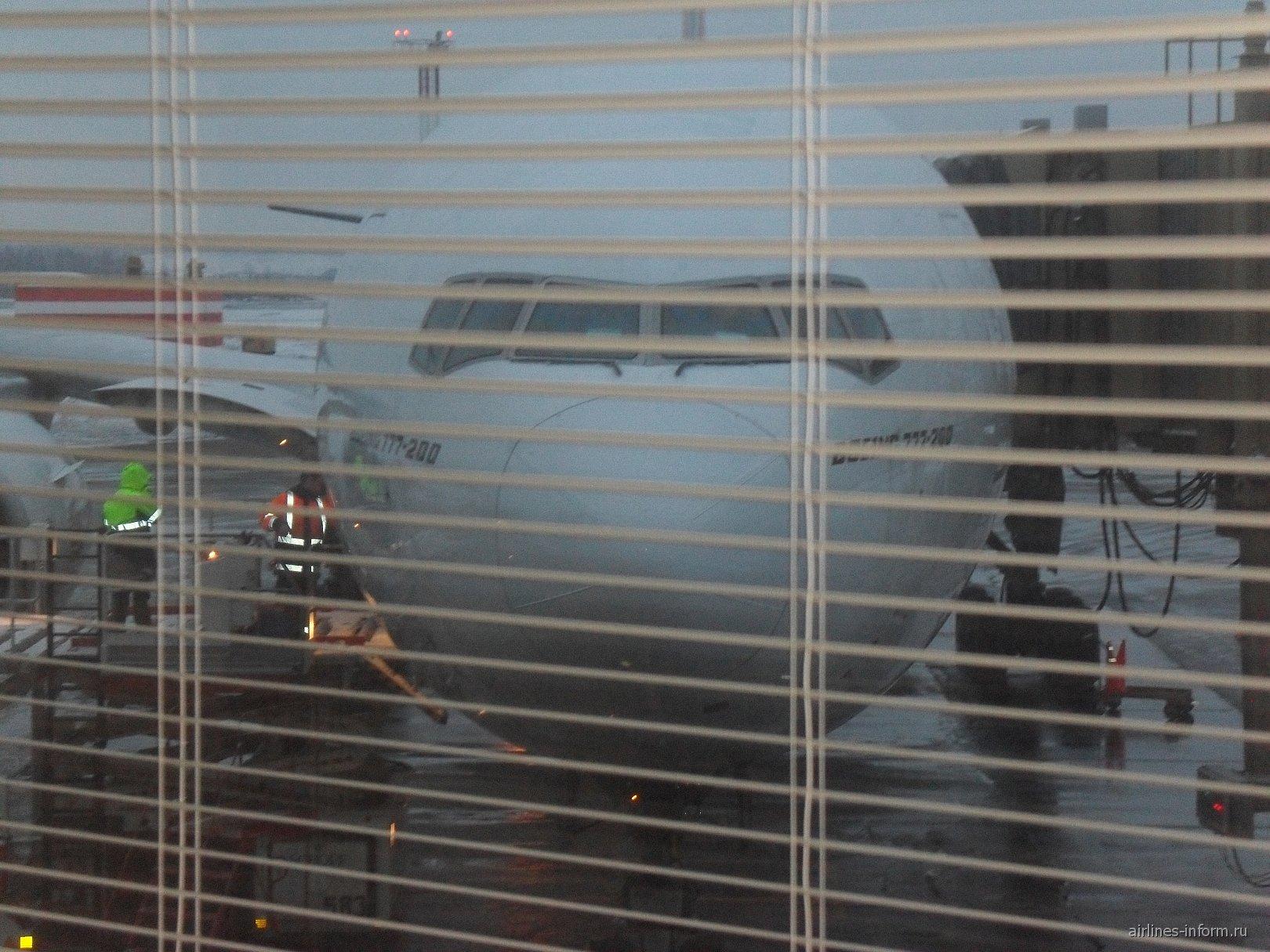 Посадка на рейс Петербург-Дубай авиакомпании Эмирейтс