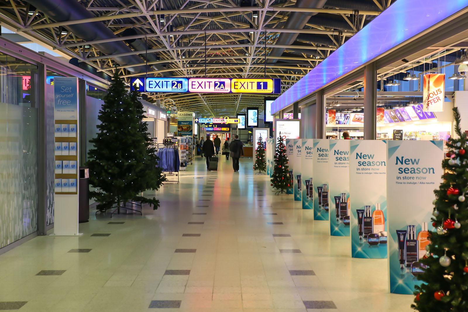 Магазины в чистой зоне Терминала 1 аэропорта Хельсинки Вантаа