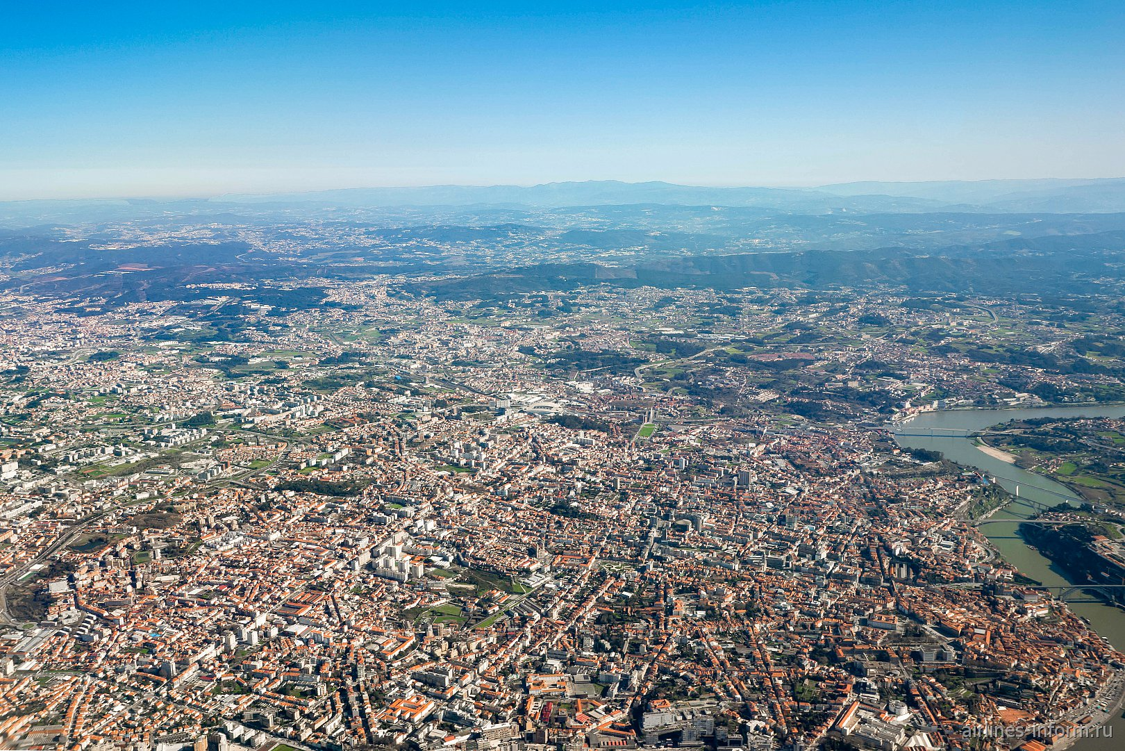 Вид на город Порту при взлете