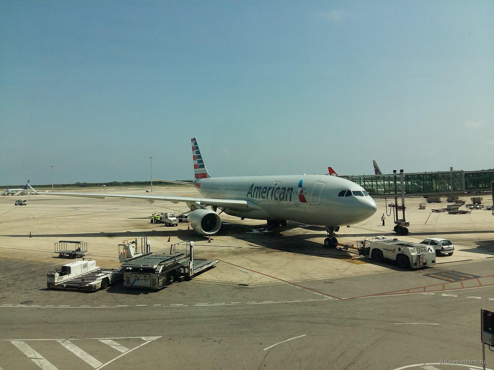 Airbus A330-300 Американских авиалиний в аэропорту Барселоны