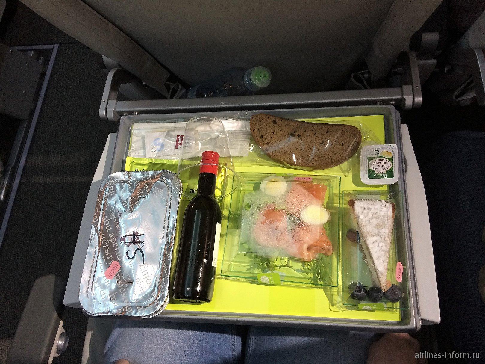 Ужин на рейсе авиакомпании airBaltic