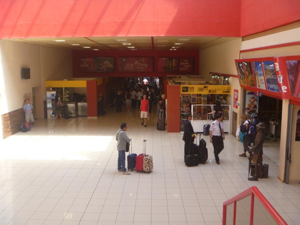В чистой зоне терминала 3 аэропорта Гавана Хосе Марти