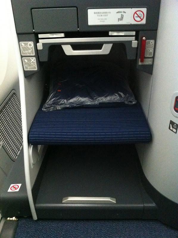 Место пассажира бизнес-класса в самолете Боинг-787 авиакомпании ANA