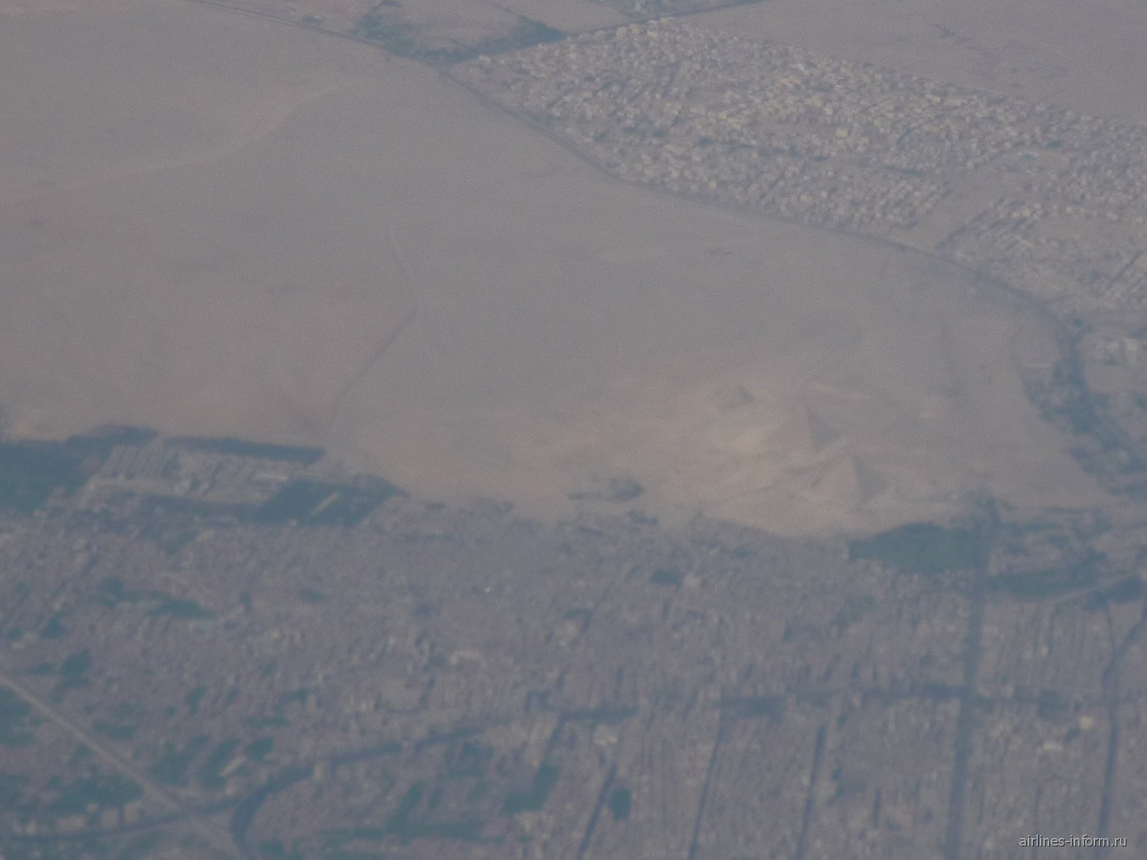В полете над Египетскими пирамидами