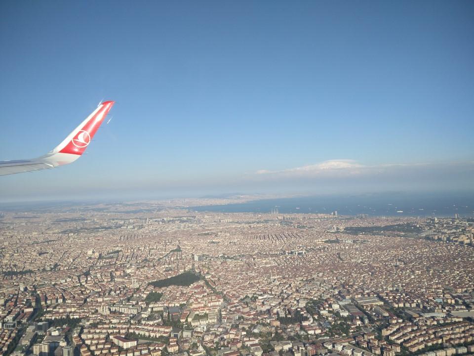 Вид на Стамбул при взлете из аэропорту имени Ататюрка