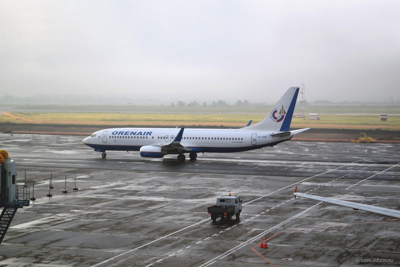 Боинг-737-800 Оренбургских авиалиний в аэропорту Самара Курумоч