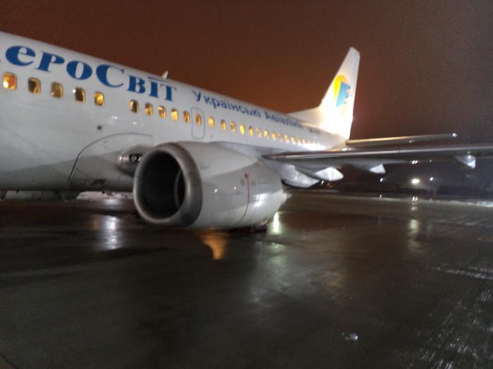 Боинг-737-500 авиакомпании АэроСвит в аэропорту Борисполь