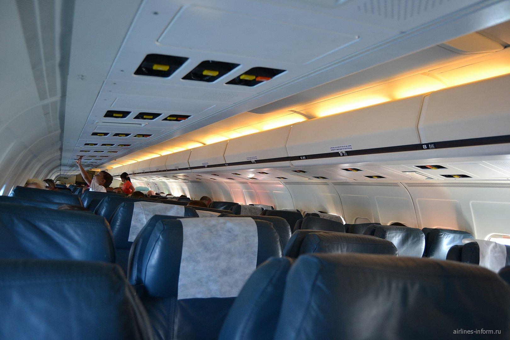 Салон самолета MD-83 компании Авиатранс К