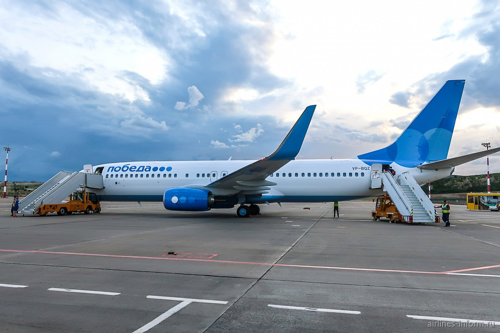 "Боинг-737-800 VP-BQZ авиакомпании ""Победа"" в аэропорту Геленджик"