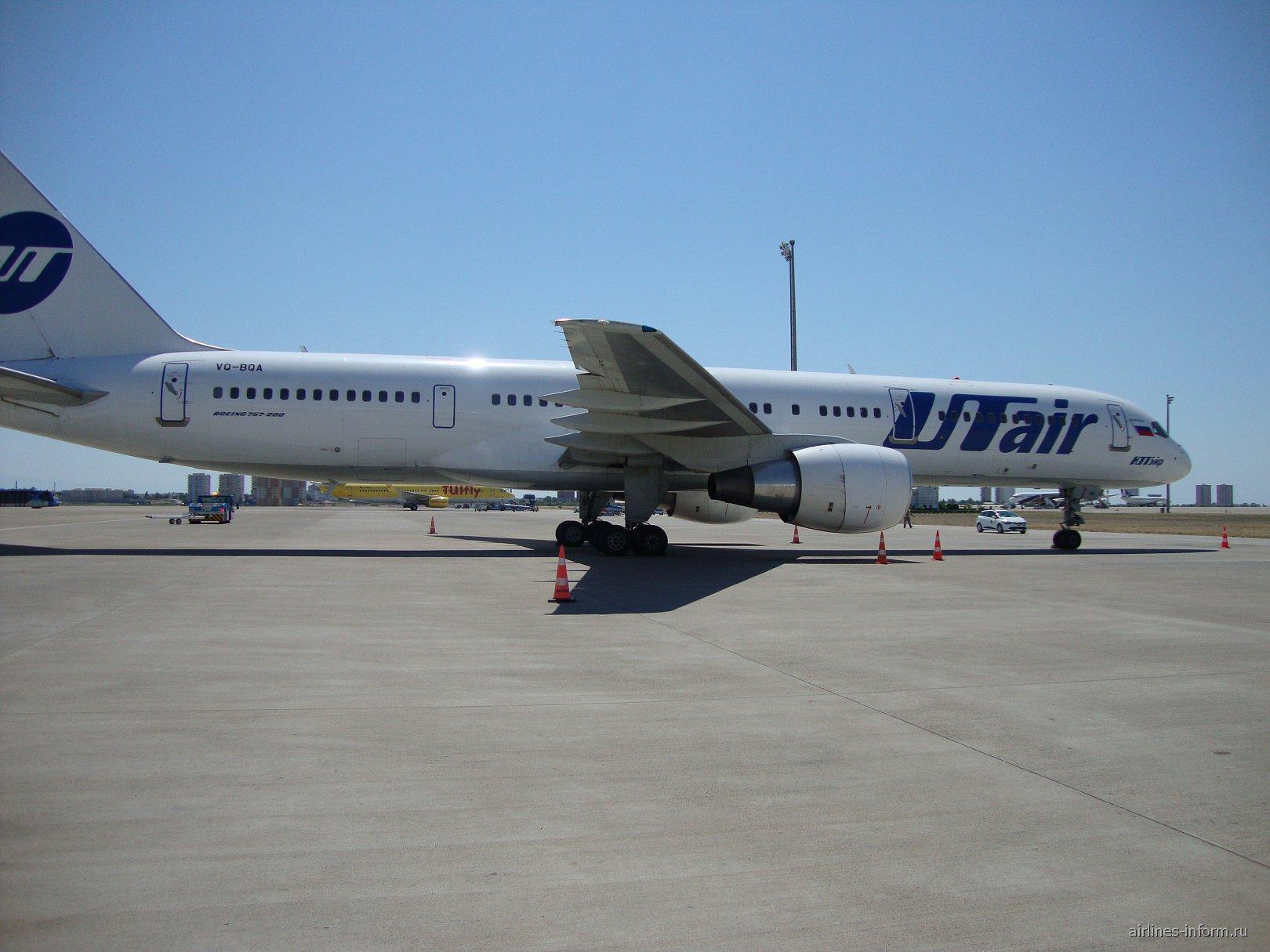 Боинг-757 ЮТэйр в аэропорту Антальи