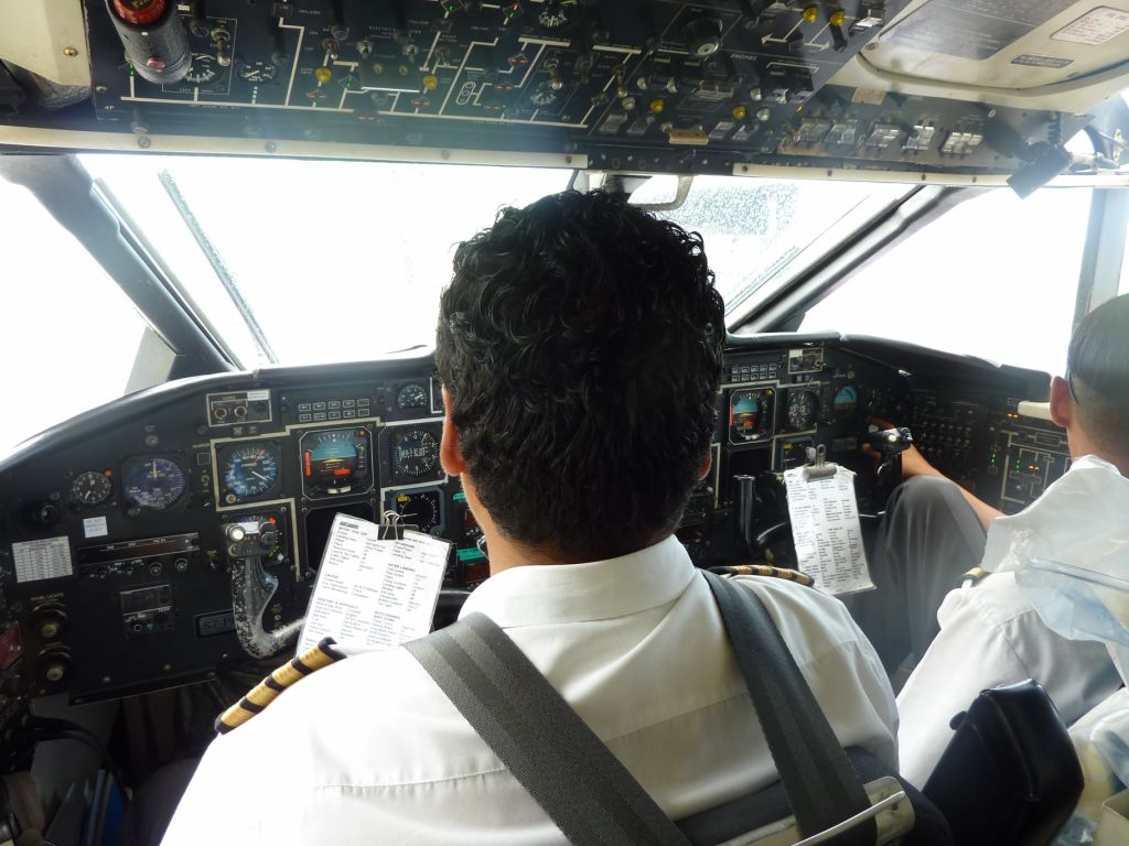 Кабина пилотов самолета Shorts 360 авиакомпании Air Seychelles