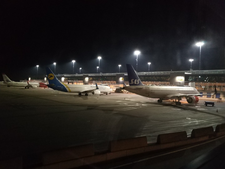 Перрон у терминала 5 аэропорта Стокгольм Арланда