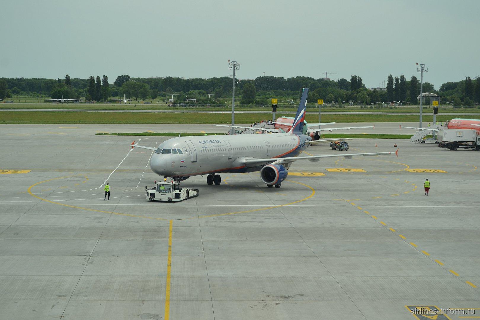 Эрбас А-320 Аэрофлота в аэропорту Борисполь