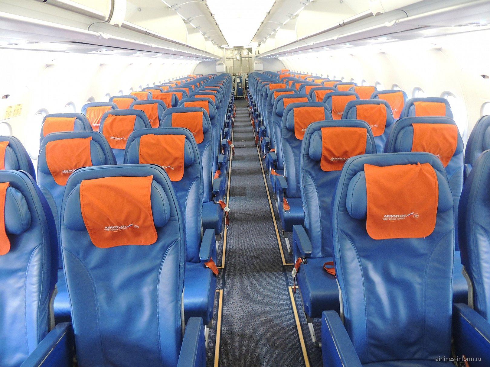Салон экономического класса в самолете Airbus A319 Аэрофлота