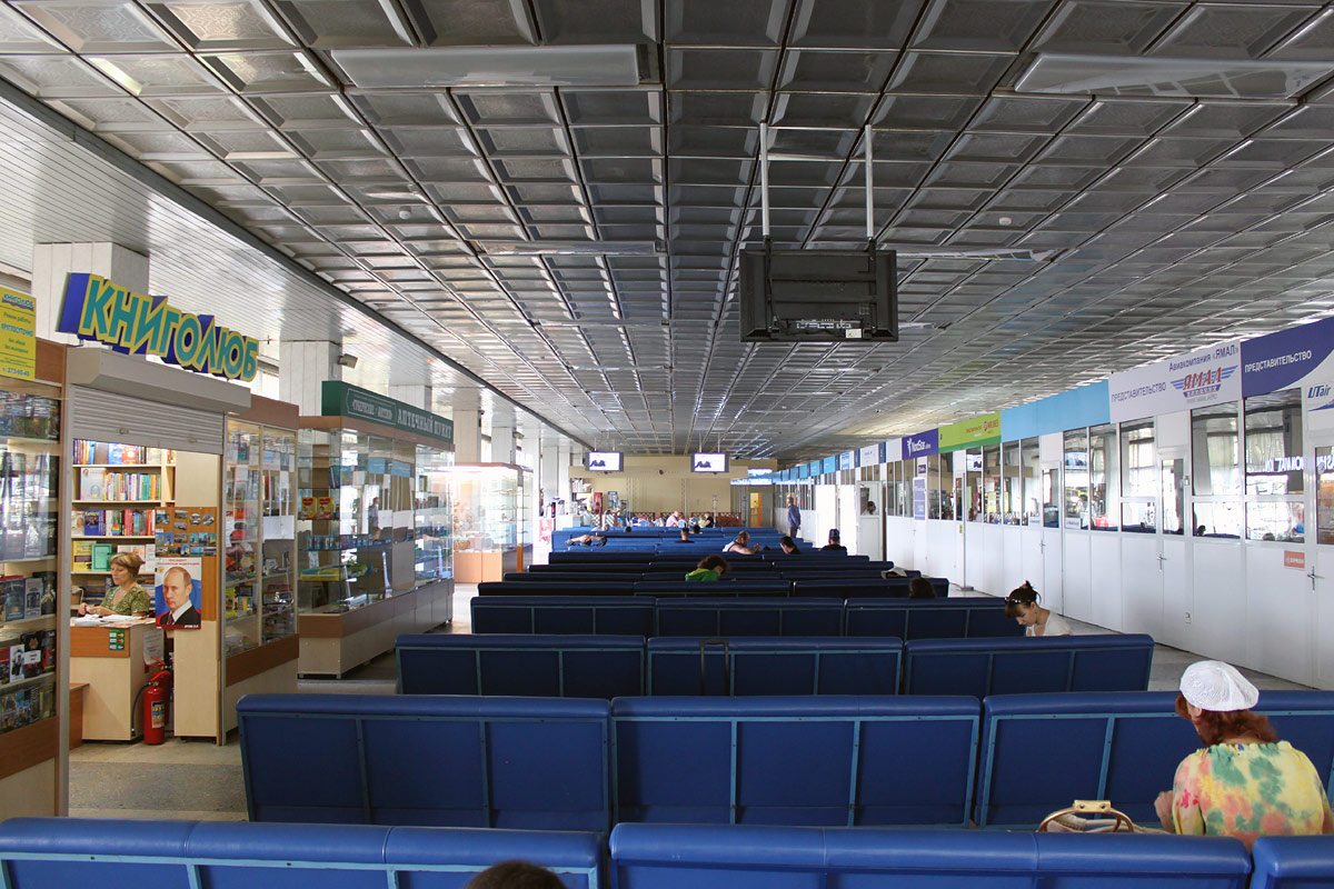 Зал ожидания на 2-м этаже аэровокзала аэропорта Емельяново