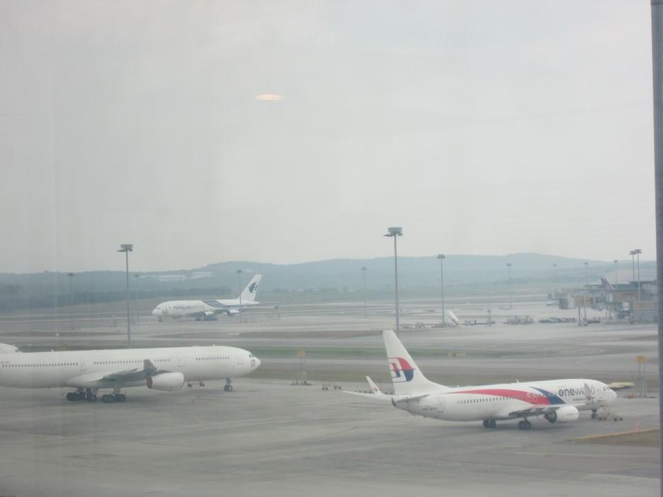 Самолеты Malaysia Airlines в аэропорту Куала-Лумпура