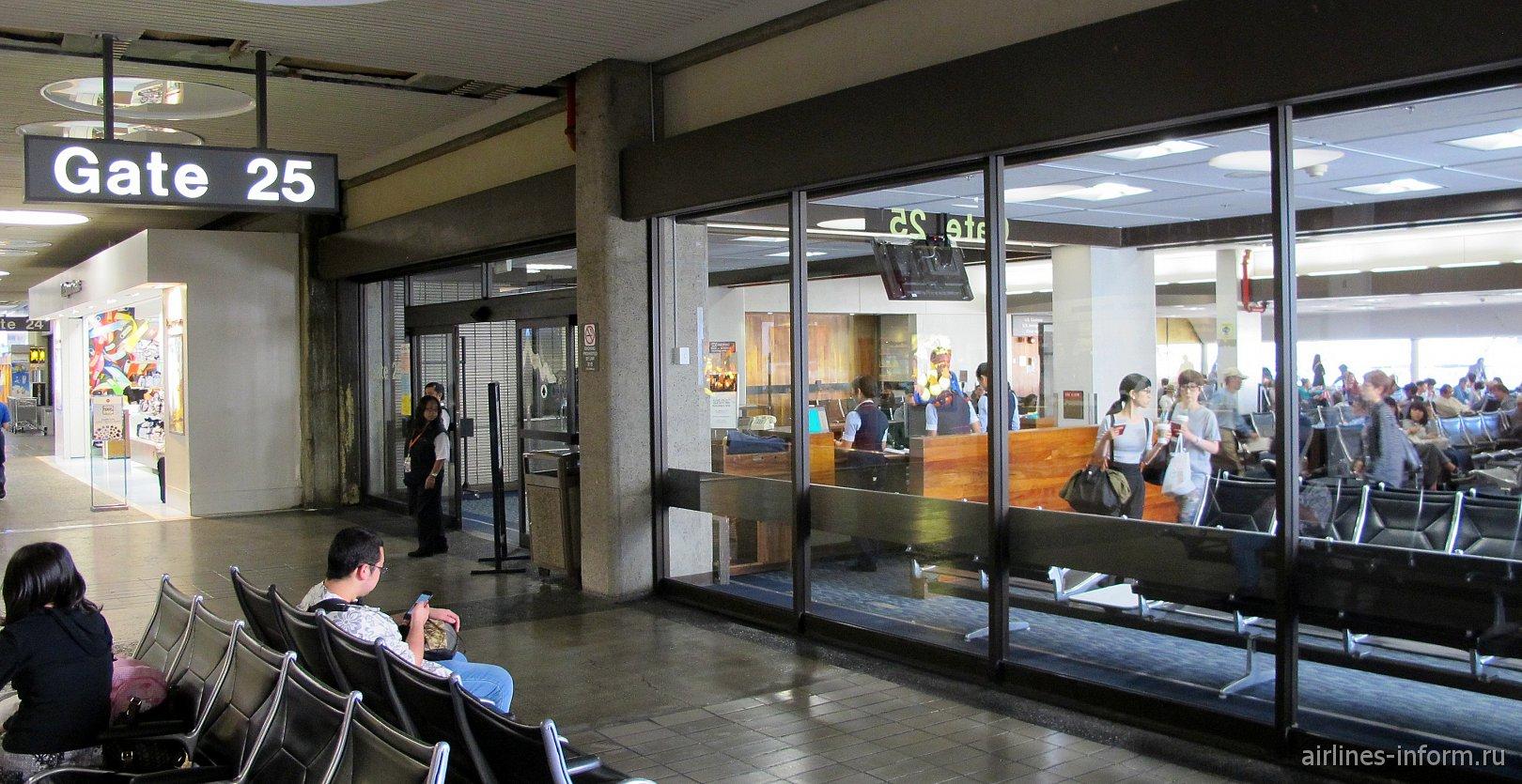 Накопитель перед гейтом на посадку в аэропорту Гонолулу