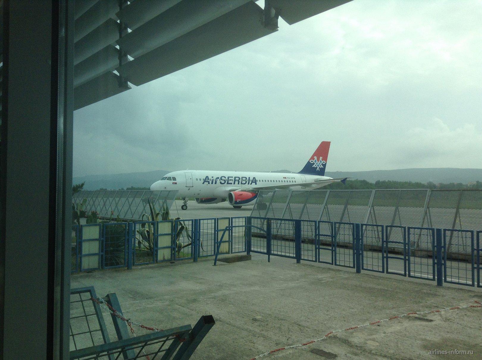 Airbus A319 Air Serbia в аэропорту Тиват