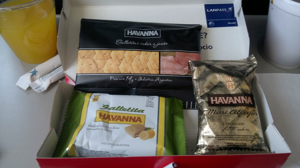 Бортовое питание на рейсе LAN Airlines Буэнос-Айрес - Сан-Карлос-де-Барилоче