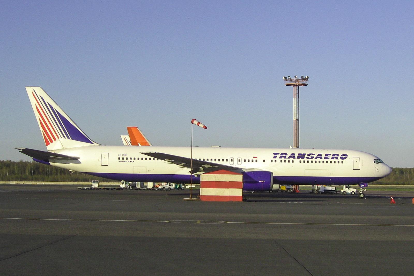 Boeing 767-300 EI-UNE авиакомпании Трансаэро  в аэропорту Домодедово