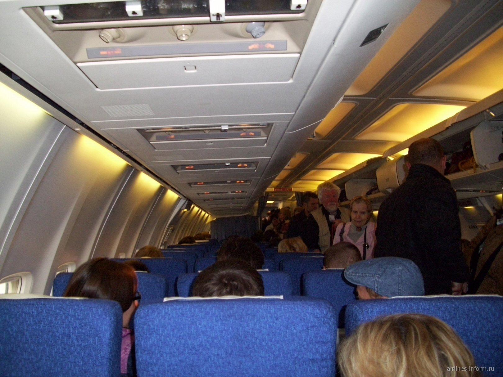 Салон самолета Боинг-737-500 авиакомпании LOT