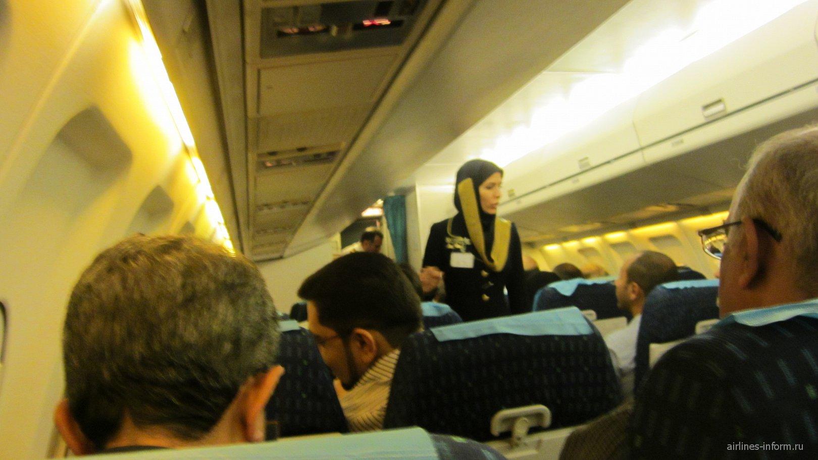 Салон самолета Fokker 100 авиакомпании Iran Air