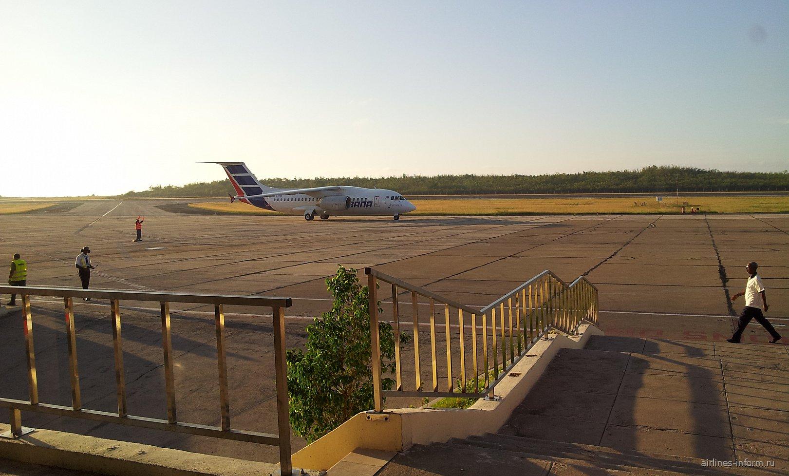 Перрон аэропорта Антонио Масео в Сантьяго-де-Куба