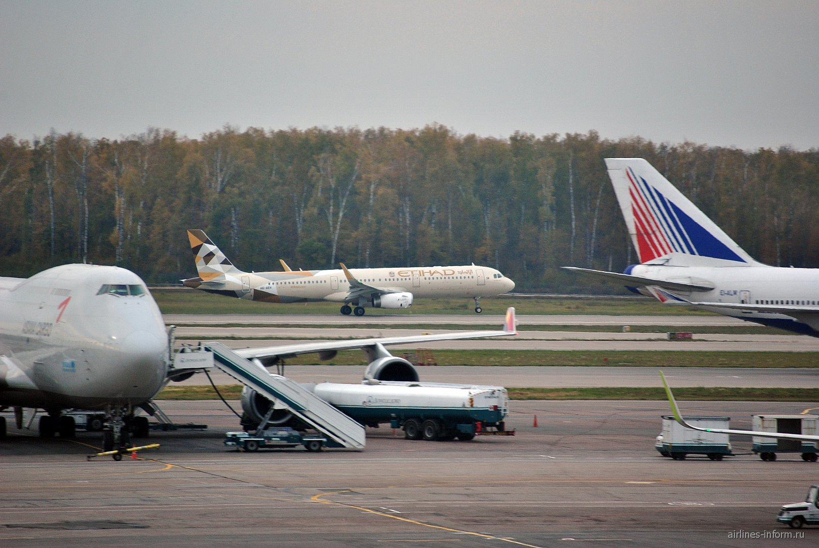Взлет самолета Airbus A321 авиакомпании Etihad