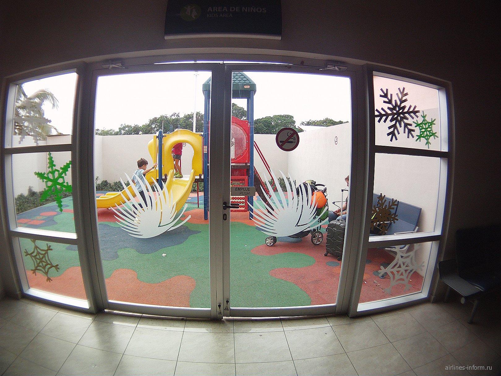 Детская игровая площадка в аэропорту Пунта-Кана