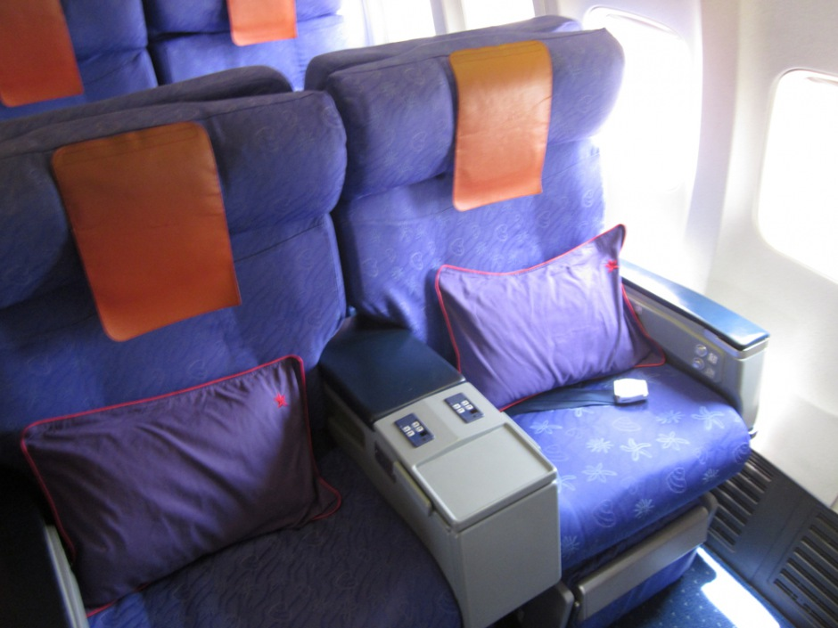 Business class in Boeing 737-800 of Hong Kong Airlines