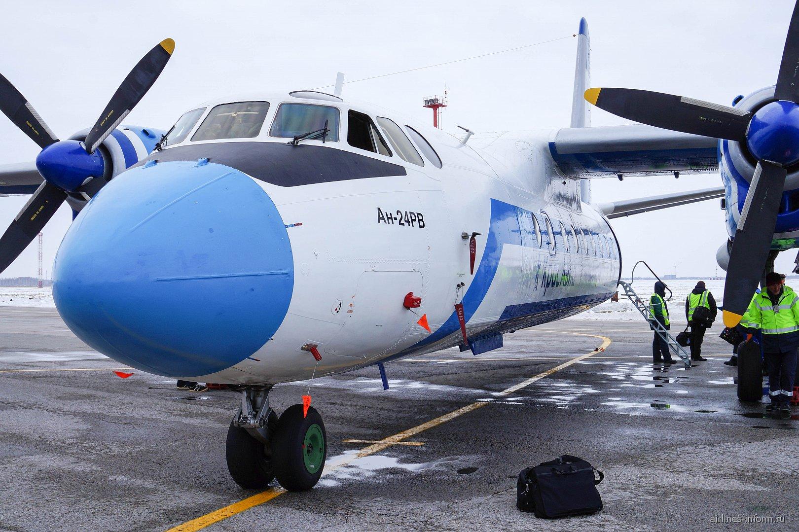 "Самолет Ан-24 RA-46682 авиакомпании ""Красавиа"""