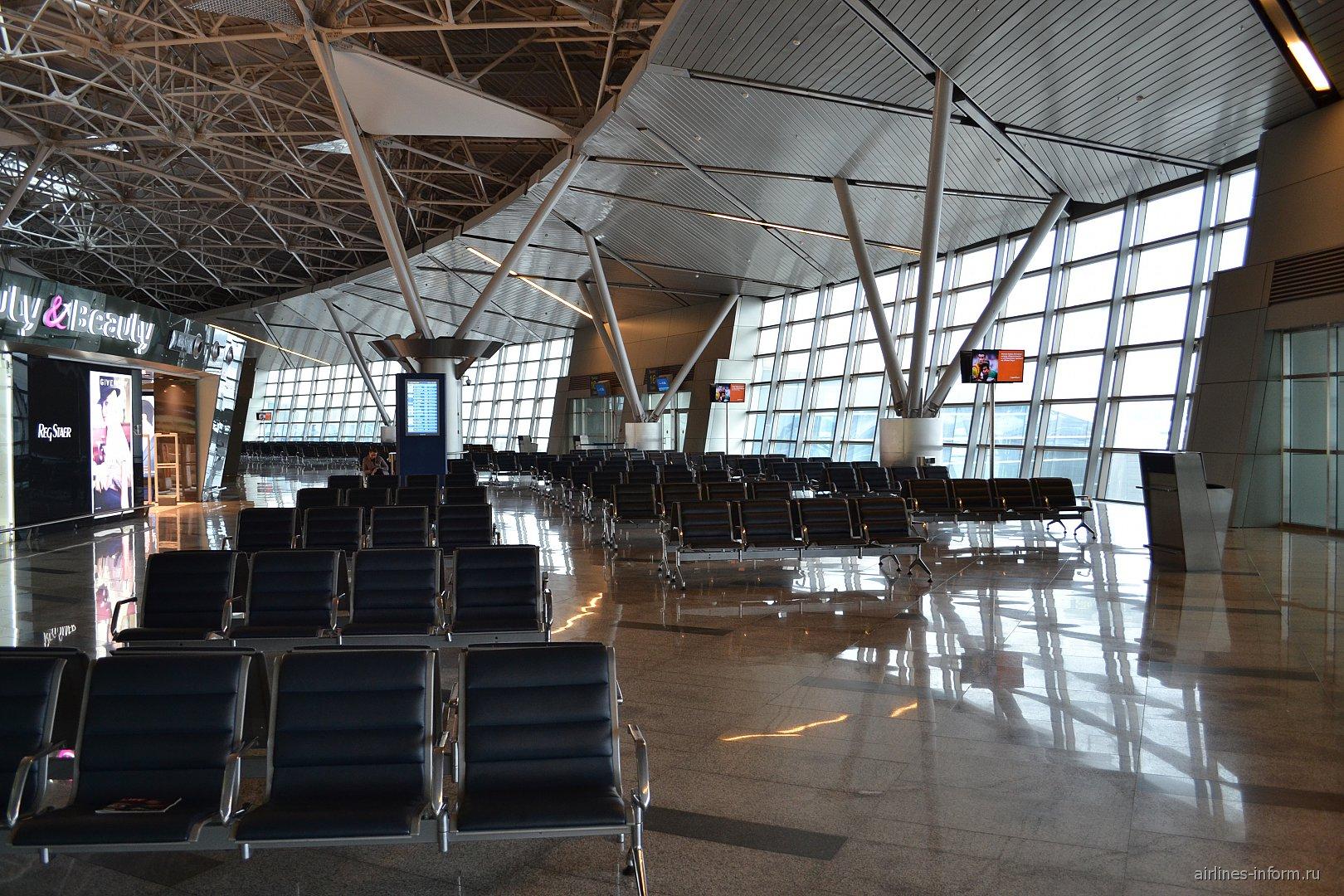 Зал ожидания в зоне внутренних рейсов в терминале А аэропорта Внуково