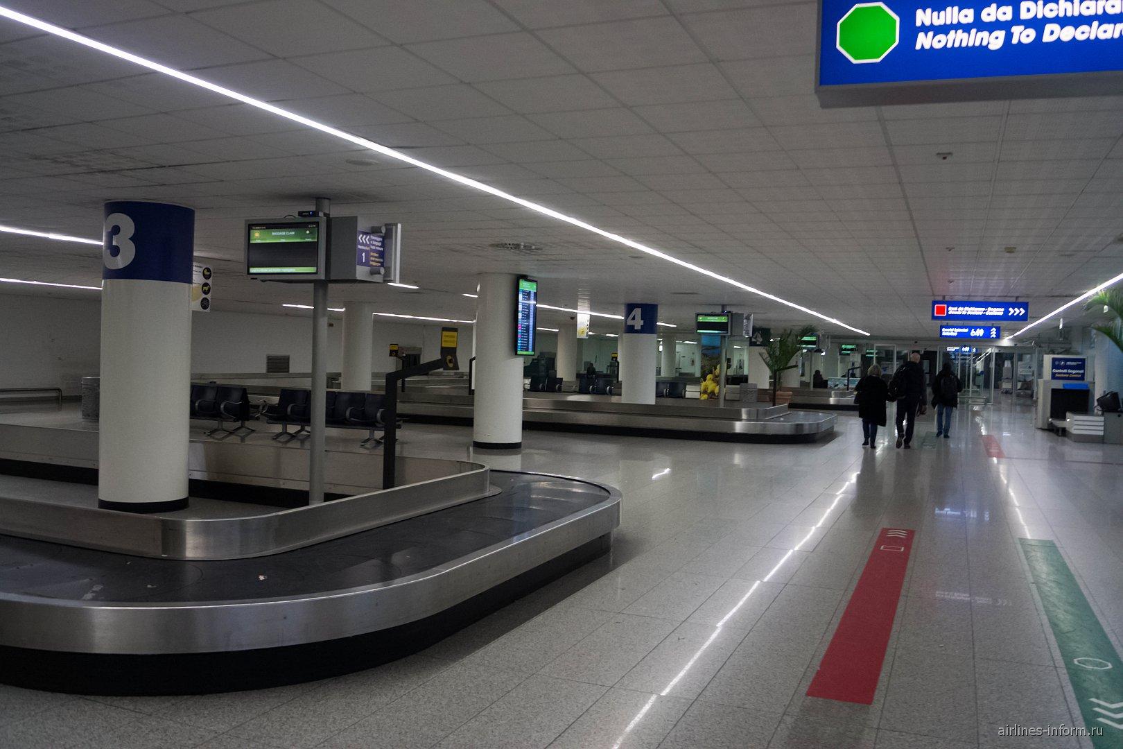 Зал выдачи багажа в аэропорту Катания Фонтанаросса