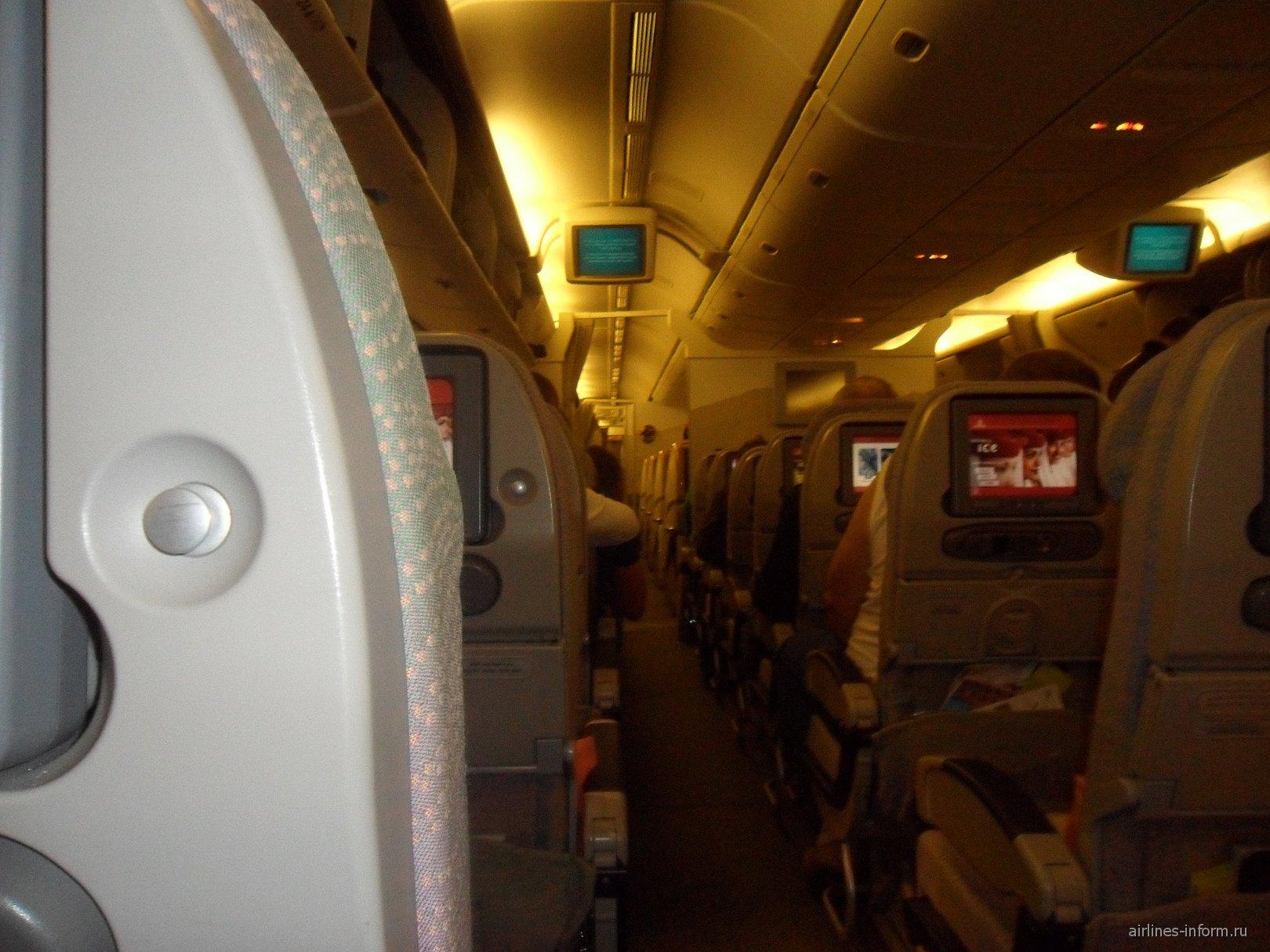 Салон самолета Боинг-777-200 авиакомпании Emirates