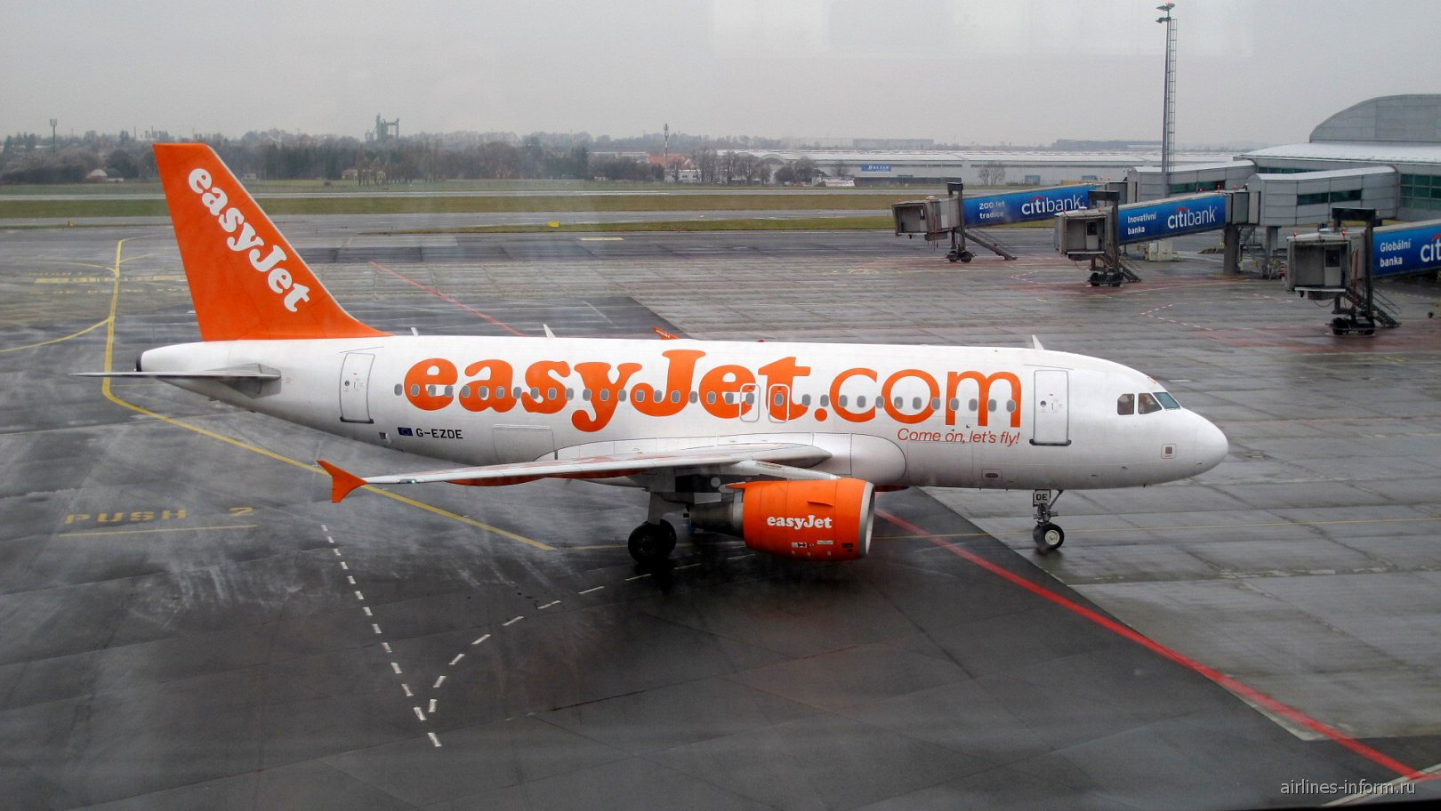 Airbus A319 G-EZDE авиакомпании easyJet в аэропорту Праги