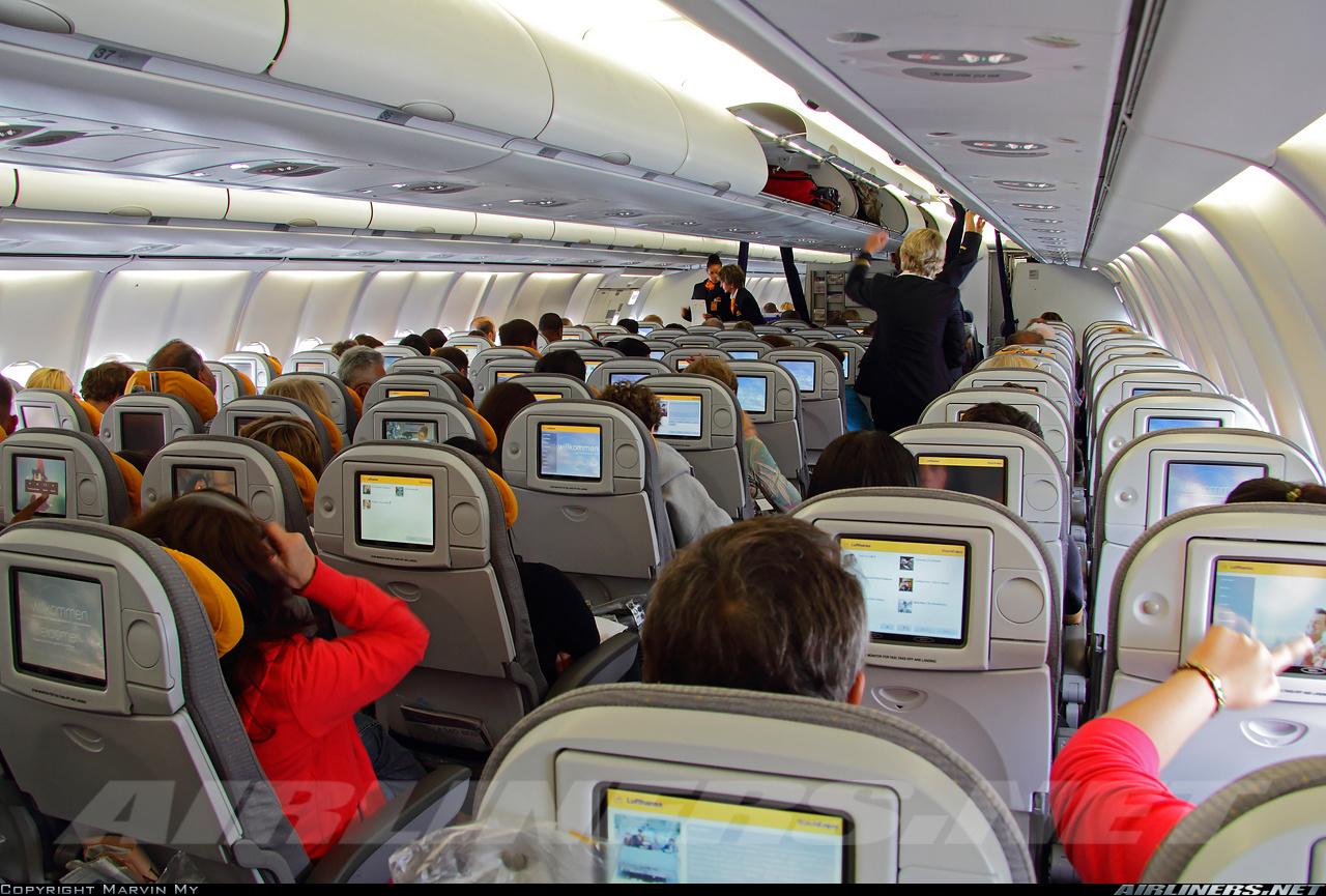Салон самолета Airbus A340-600 авиакомпании Люфтганза