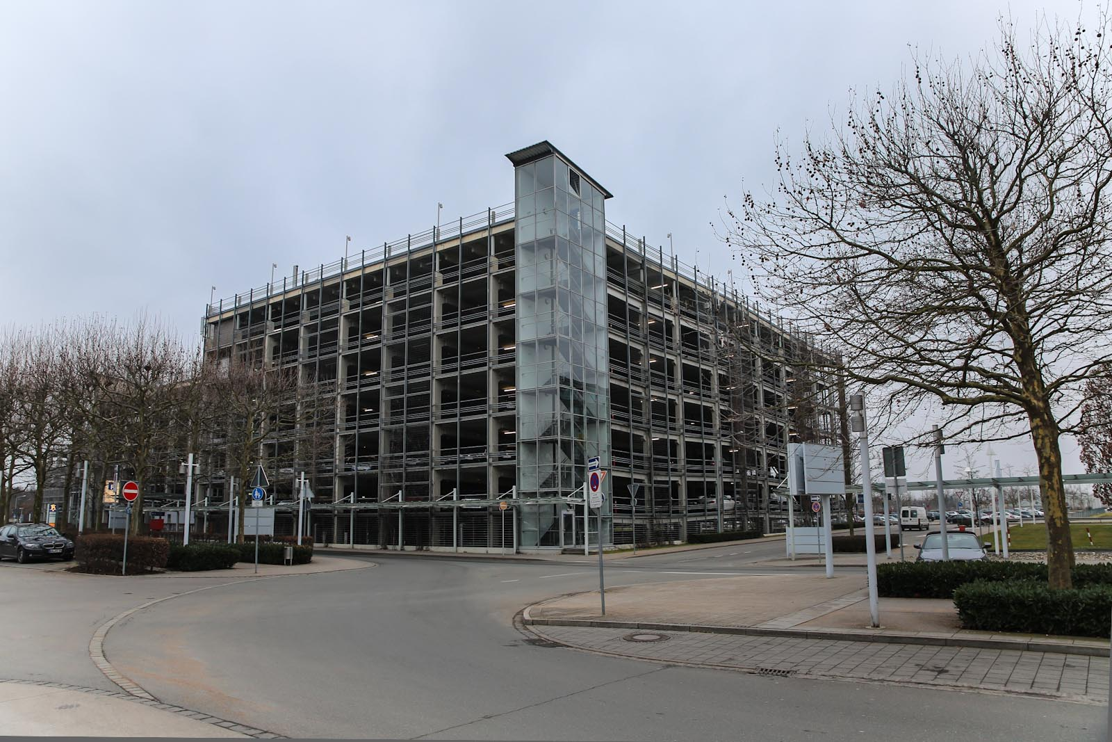 Автомобильная парковка в аэропорту Нюрнберг
